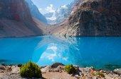 Majestic mountain lake in Tajikistan — Stock Photo