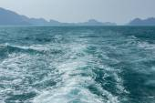 View of waves behind a boat — Stockfoto