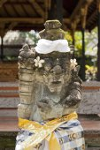 Balinese statue with decorations — Stock Photo