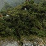 Pagoda and Buddha statue high at a mountain in Taroko — Stock Photo #64634575