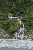 Waterfall, rocky river and Eternal Spring Shrine at Taroko, Taiwan — ストック写真