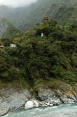 Pagoda and Buddha statue high at a mountain in Taroko — ストック写真
