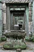 Phallic lingam symbol in Angkor — Stock Photo