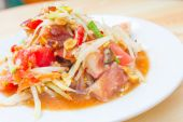 Papaya salad roasted pork — Stock Photo