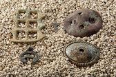 Artifacts on white sand — ストック写真
