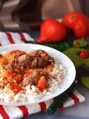 Rice with chicken gizzards with tomatoes — Stock Photo