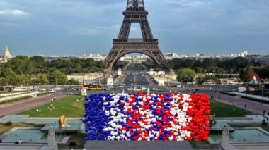 Hearts color France rise forming a cloud background with Eiffel — Stockvideo