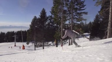 Slow Motion Of Professional Skier Skiing With Alternately Lifting Skis — Vídeo stock