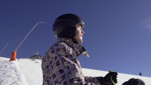 Skier Skiing Down — Vidéo