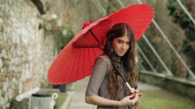 Model Spinning Japanese Umbrella — Vidéo