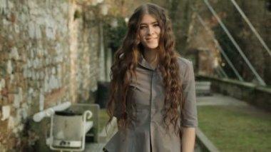 Model Posing In Sun Light — Stock Video