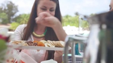 Girlfriends breakfast on resort — Stock Video