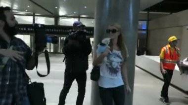 Paris Hilton and her new dog — Stock Video