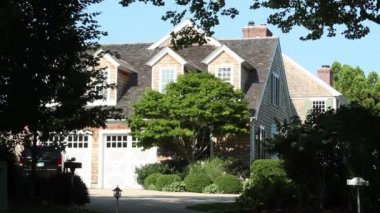 Exteriors of a luxury home in East Hampton, NY — Stock Video