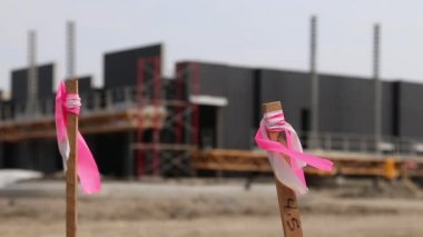 Pink marker stakes at commercial construction site — Stock Video