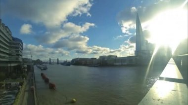 London Bridge on the River Thames — Stok video
