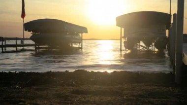 Lake Wawasee at sunset time-lapse — Stock Video