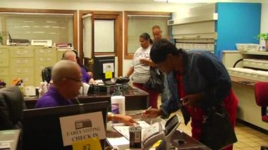 African-American woman checks in to vote — Stock Video