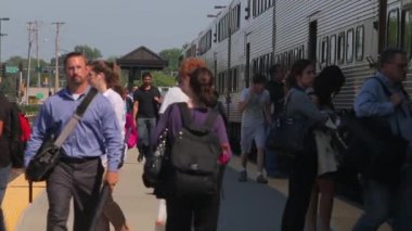 Metra commuters during the afternoon rush — Stock Video