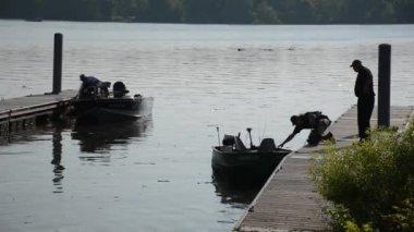 Silhouette of fishermen on boat docks — Stock Video