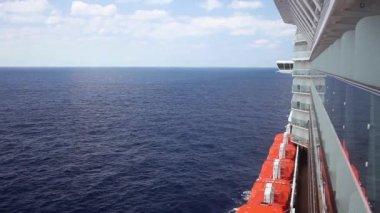 Cruising the Caribbean Sea on a cruise ship — Stock Video