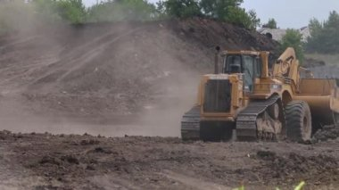Caterpillar construction vehicles excavate soil — Stock Video