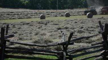 Harvesting hay at School House Ridge — Stock Video