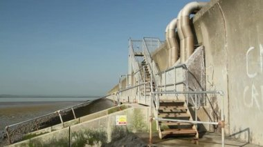 Sea wall steps on Canvey Island — Stock Video