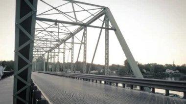 Pedestrians and cars cross a bridge, timelapse — Stock Video