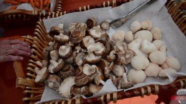 Shiitake and Lion's Mane mushrooms in basket — Stock Video