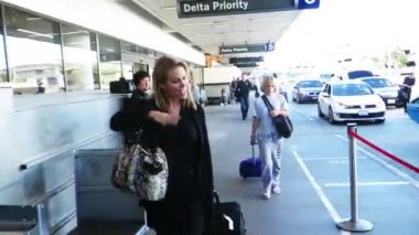 Cheryl Hines at LAX — Stock Video