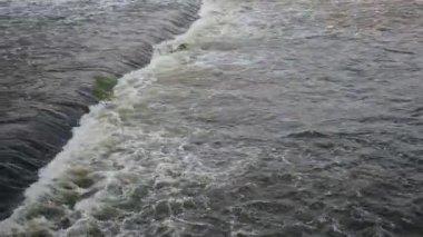 Gros plan de l'envahissement de l'eau au barrage de Hoover — Vidéo
