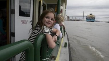 Two young girls ride the Savannah Belles Ferry — Αρχείο Βίντεο