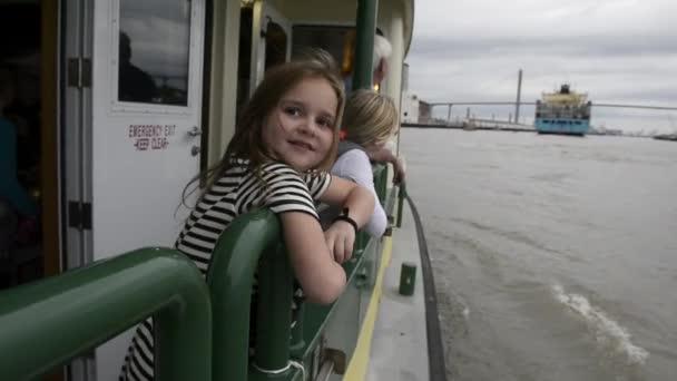 Two young girls ride the Savannah Belles Ferry — Vídeo de stock