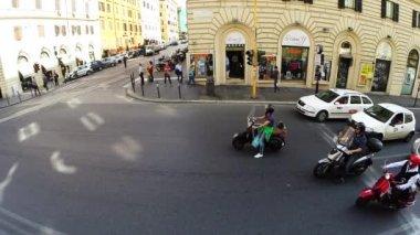 Traffic waits at a stoplight — Stock Video