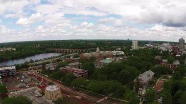 Cityscape steadicam aerial — Stock Video