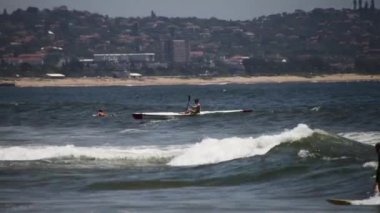 Oceaan kayaking in Zuid-Afrika — Stockvideo