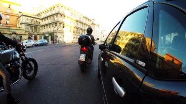 Motorists leaving a stop light — Stock Video