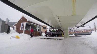 Ski lift at busy ski resor — Stock Video
