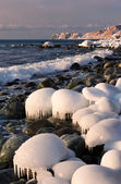 Icy shore of the East Sea. — Stock Photo
