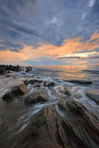 Sea coast after the storm at sunset. — Stock Photo
