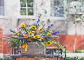 バスケットの花 — ストック写真