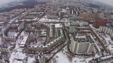 Uçuş kışın şehri — Stok video