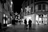 Vigevano, Pavia (Lombardy, Northern Italy): old city view during Christmas time. Black and white photo. — Stock Photo