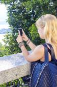 Young girl make photos with a smartphone. Color image — Foto Stock