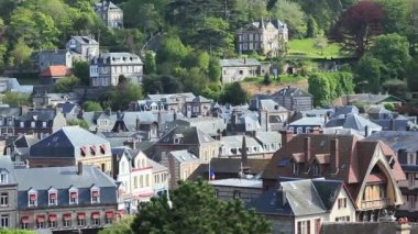 Old French architecture Etretat in sunny day — Stok video