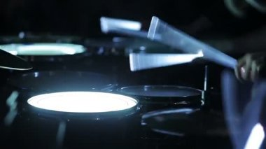 Playing glowing drums with neon drumsticks. Close-up — Stock Video