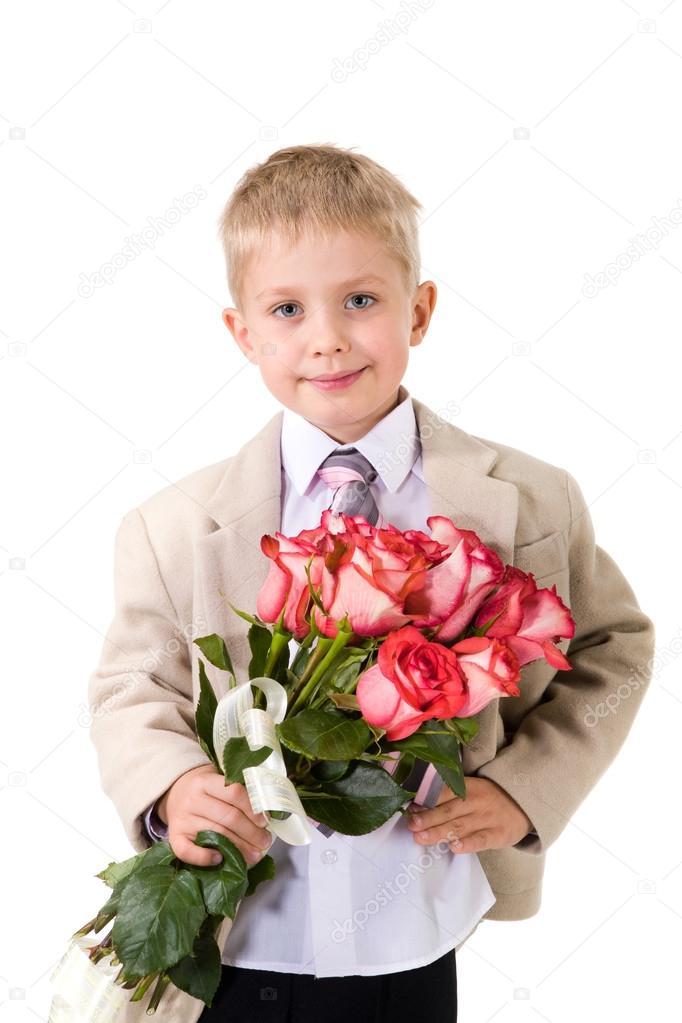 Фото стильный мальчик с букетом цветов