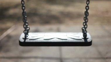 Empty swing swaying — Stock Video