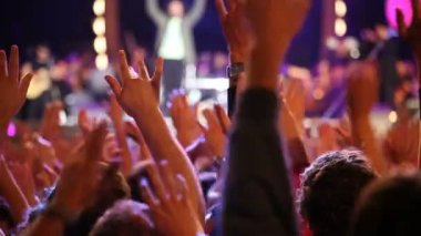 Crowd clapping hands — Stock Video